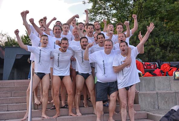 Jubel der ersten Mannschaft Wasserball