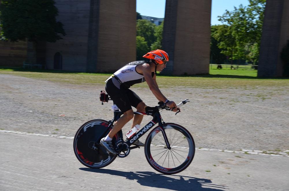 Triathlet auf dem Rennrad